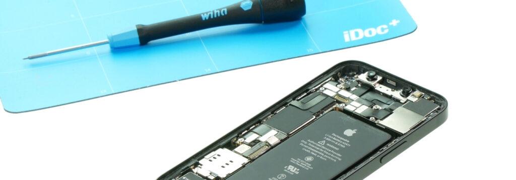 Die Reparatur des iPhone 12 mini ist nicht einfach.