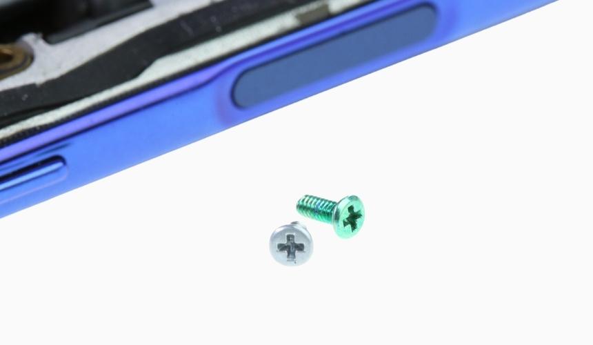 Farblich markeirte Schrauben im Xiaomi Poco X3