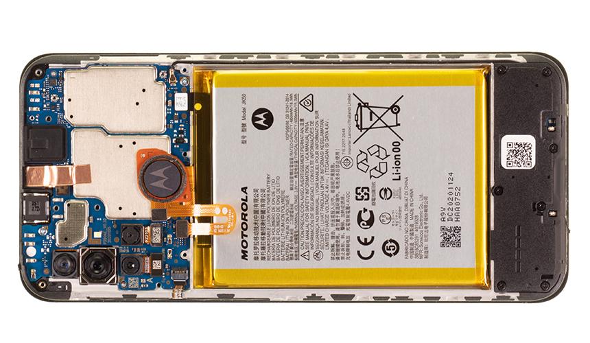 Der Innenaufbau des Motorola moto g10 ohne Platinenabdeckung